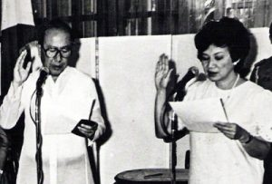 1985 AY oath-taking as Amb to China - cropped
